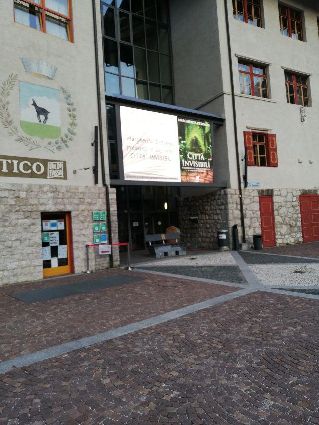 schermo-gigante-comune-di-Canazei-21-08-20